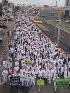marcha de médicos en Pachuca